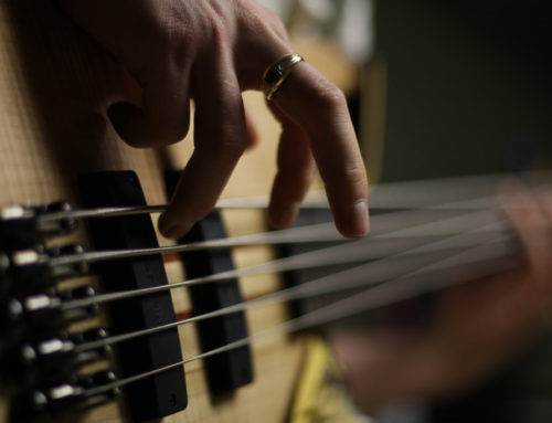Selecting The Best Short Scale Bass Guitar For Small Hands